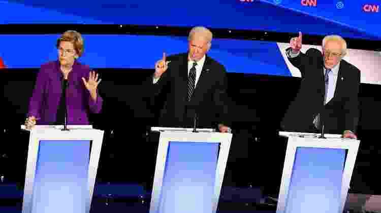 Os democratas Elizabeth Warren, Joe Biden e Bernie Sanders participam de debate eleitoral em Des Moines (Iowa) - Robyn Beck - 14.han.2020/AFP - Robyn Beck - 14.han.2020/AFP