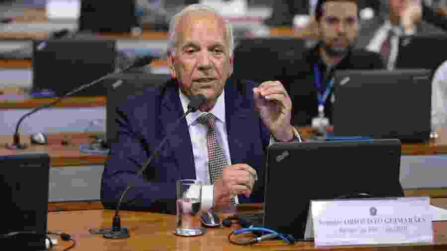 O relator da PEC emergencial na CCJ (Comissão de Constituição e Justiça) do Senado, senador Oriovisto Guimarães (Podemos-PR) - Pedro França/Agência Senado