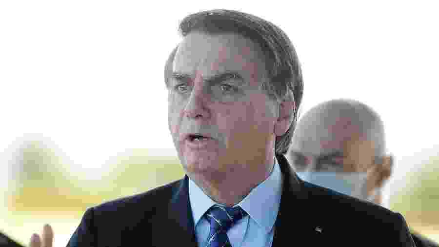 28.mai.2020 - O presidente Jair Bolsonaro fala com simpatizantes e imprensa em frente ao Palácio da Alvorada, em Brasília - EDU ANDRADE/FATOPRESS/ESTADÃO CONTEÚDO