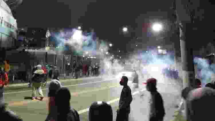 Polícia militar lança bombas de gás para impedir que marcha do MTST chegasse ao Palácio dos Bandeirantes - MTST - MTST
