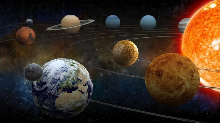 La influencia gravitacional de los planetas y el movimiento de la Tierra hacen que la duración del año no sea siempre la misma - Getty Images - Getty Images