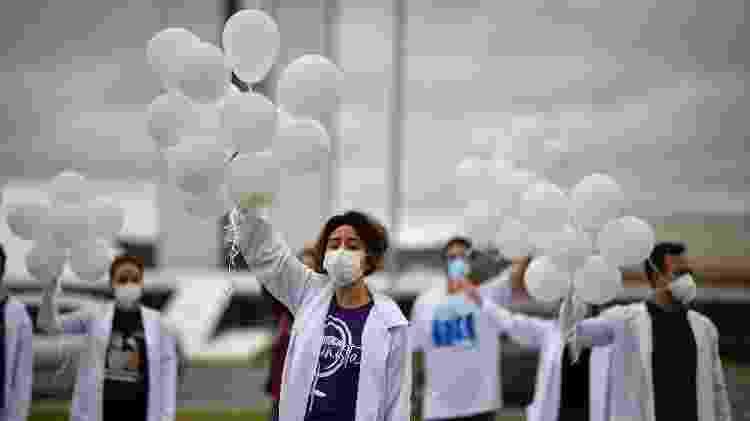 Em Brasília, enfermeiros protestaram pedindo vacinas contra a covid-19 - Mateus Bonomi/AGIF - Agência de Fotografia/Estadão Conteúdo - Mateus Bonomi/AGIF - Agência de Fotografia/Estadão Conteúdo