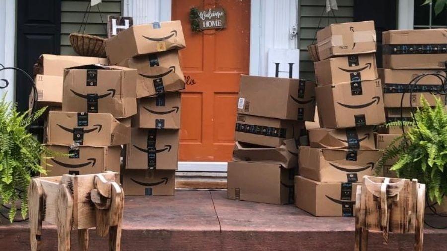 Moradora de Nova York (EUA) não entendia por que as caixas chegavam em sua casa - Reprodução/Facebook