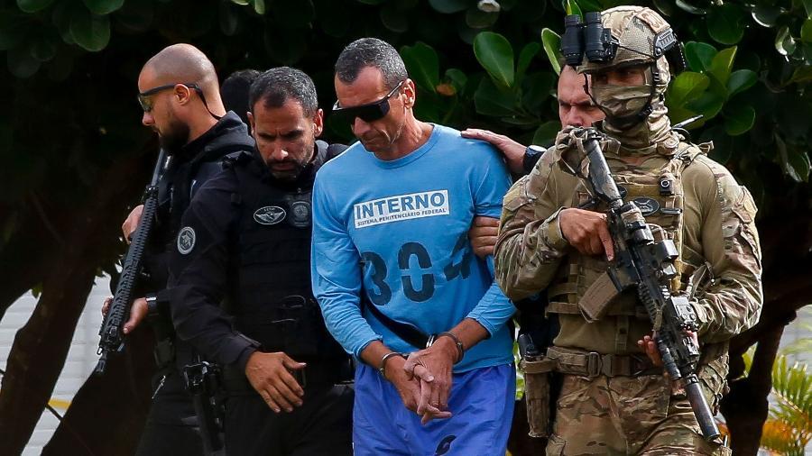 21.jan.2020 - Marco Willians Herbas Camacho, o Marcola, apontado como líder do PCC, é levado para helicóptero após ser atendido em hospital em Brasília - Sérgio Lima/AFP