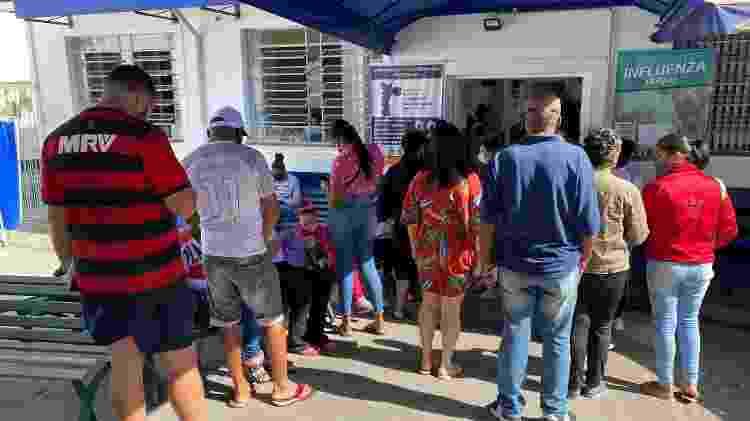 Fila para se vacinar na UBS Vila Arriete, em São Paulo - Anahi Martinho/UOL - Anahi Martinho/UOL