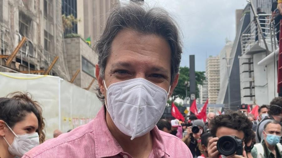 Fernando Haddad (PT) participa de protesto em São Paulo - Letícia Mutchnik/UOL