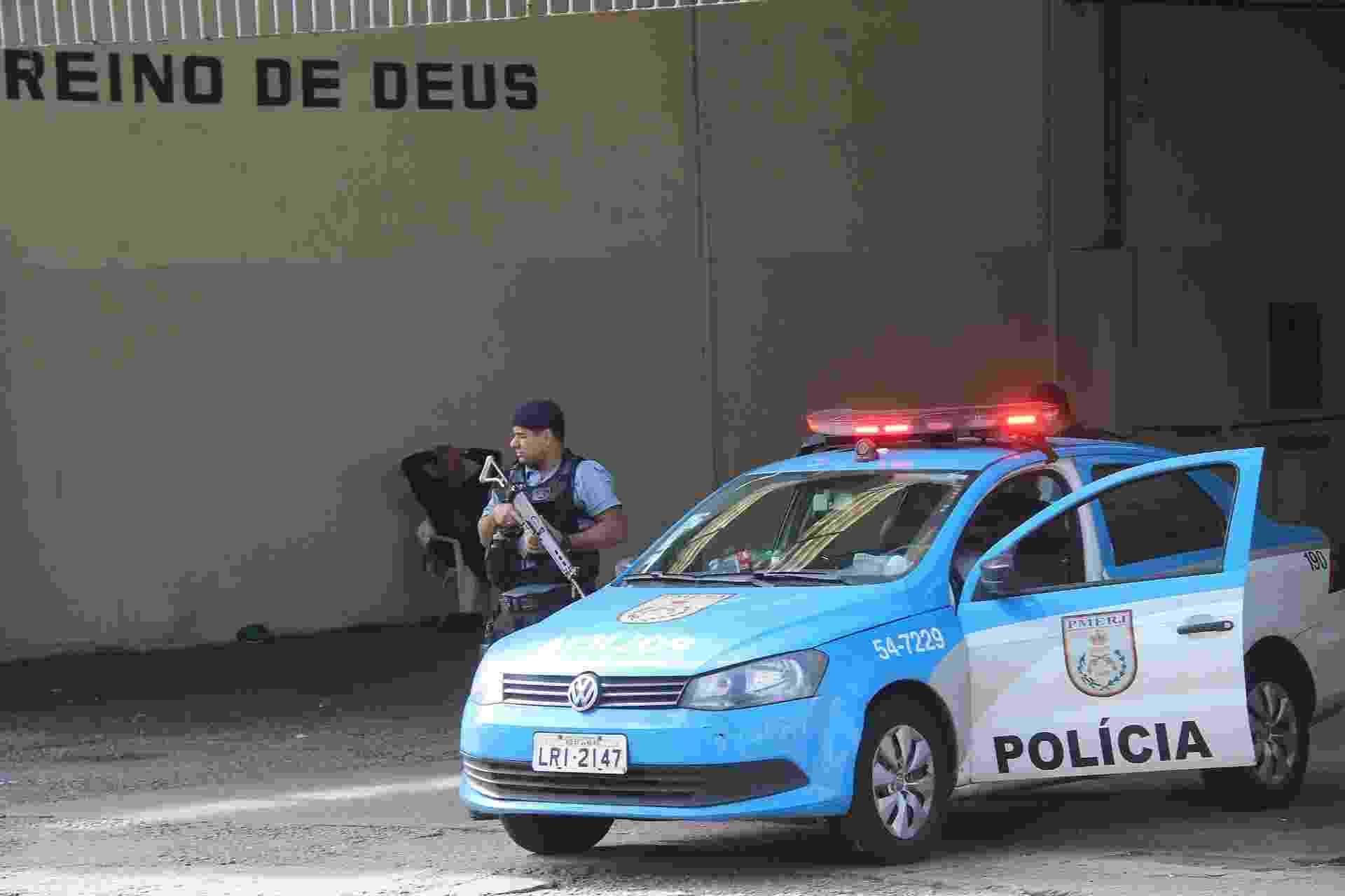 27.jun.2015 - Comunidades do Fallet e Fogueteiro em Santa Teresa, no centro do Rio de Janeiro, recebe reforço policial na manhã deste sábado (27), após uma sede da UPP (Unidade de Polícia Pacificadora) ter sido invadida. Não há informações sobre possíveis feridos e prisões - José Lucena/Futura Press/Estadão Conteúdo