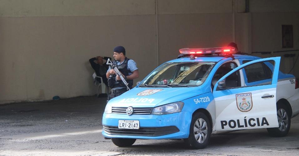 27.jun.2015 - Comunidades do Fallet e Fogueteiro em Santa Teresa, no centro do Rio de Janeiro, recebe reforço policial na manhã deste sábado (27), após uma sede da UPP (Unidade de Polícia Pacificadora) ter sido invadida. Não há informações sobre possíveis feridos e prisões