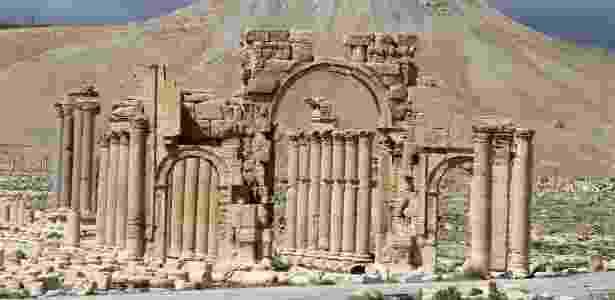 Em 2014, o Arco do Triunfo de Palmira, cuja parte arqueológica está incluída na lista do Patrimônio da Humanidade da Unesco, estava intacto - Joseph Eid - 14.mar.2014/AFP