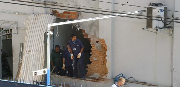 A ação deixou um enorme buraco na parede da empresa em Campinas (SP)