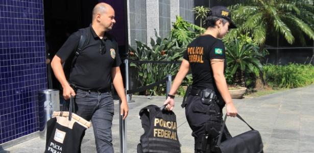 Agentes chegam a sede da Polícia Federal em SP em fase anterior da Lava Jato - Clayton de Souza/Estadão Conteúdo