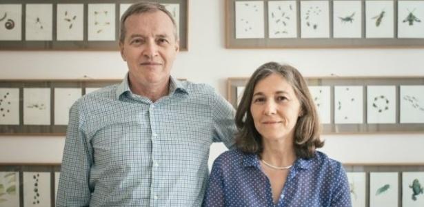 Eric e Silvia Lundwall em sua casa em Paris