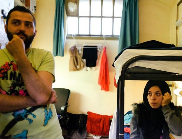Omar Nabhan, 27, e sua mulher, Chena Kabane, 26, fugiram da guerra civil na Síria e hoje vivem em um campo de refugiados que funciona em uma antiga prisão na Holanda