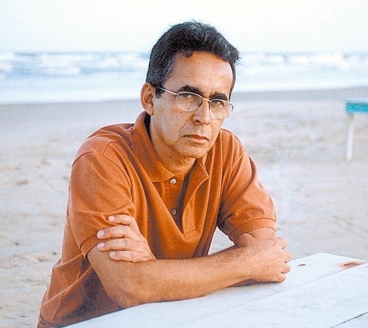 """O escritor Antonio Carlos Viana, autor de """"Aberto Está o Inferno"""""""