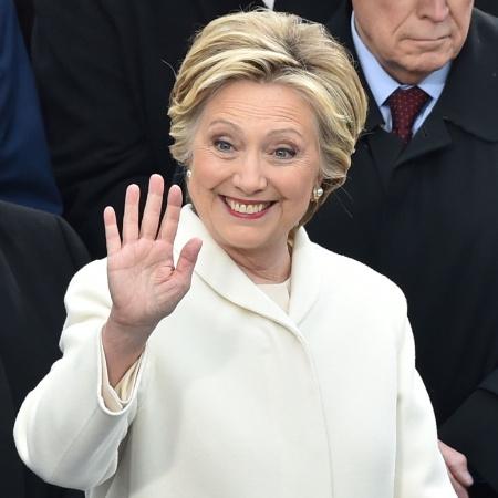 20.jan.2017 - Hillary Clinton e o ex-presidente Bill Clinton acompanham a posse do presidente Donald Trump - Paul J. Richards/AFP