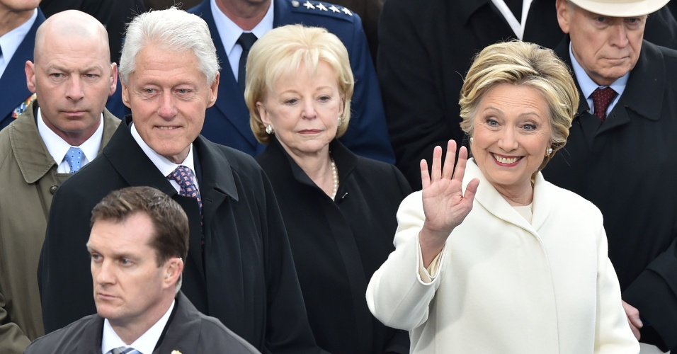 20.jan.2017 - Hillary Clinton e o ex-presidente Bill Clinton acompanham a posse do presidente eleito Donald Trump no Capitólio em Washington