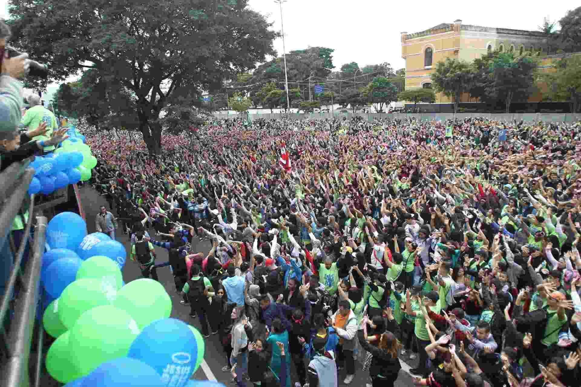 15.jun.2017 - Multidão participa da 25ª edição da Marcha Para Jesus, na avenida Tiradentes, em São Paulo (SP) - Rafael Arbex/Estadão Conteúdo