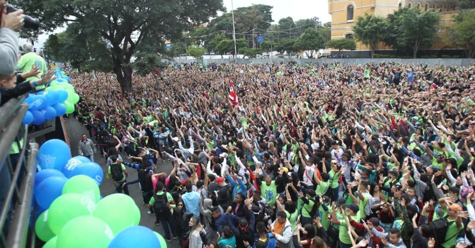 15.jun.2017 - Multidão participa da 25ª edição da Marcha Para Jesus, na avenida Tiradentes, em São Paulo (SP)
