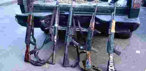 Apreensão de armamentos na Rocinha, zona sul do Rio, no dia seguinte ao cerco das Forças Armadas na comunidade - Rommel Pinto/ Agência Estado