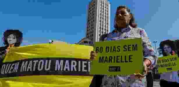 14.mai.2018 - Mãe de Marielle participa de protesto pelos sessenta dias da morte da vereadora - Marcelo Regua/Agência O Globo