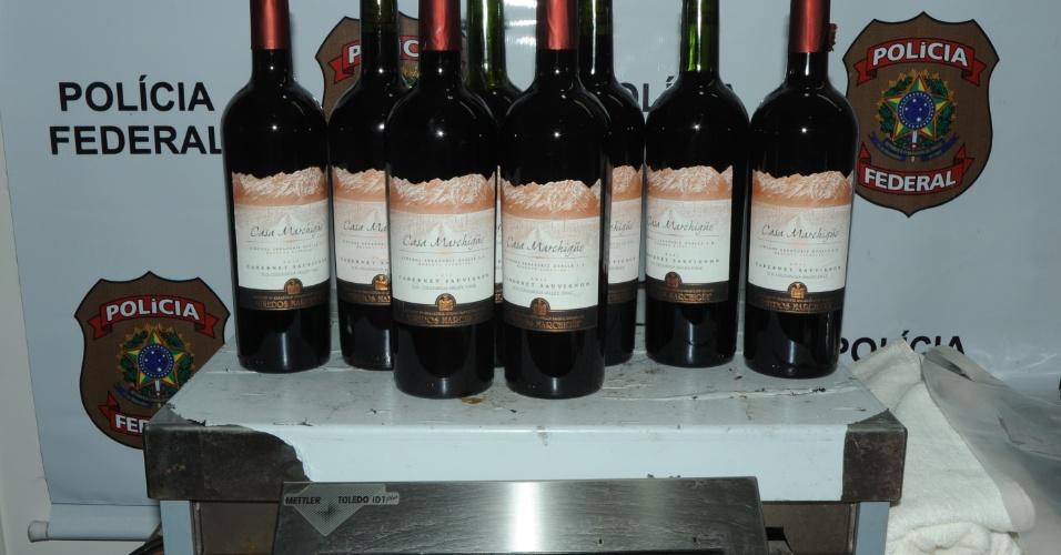Drogas escondidas em garrafas de vinho
