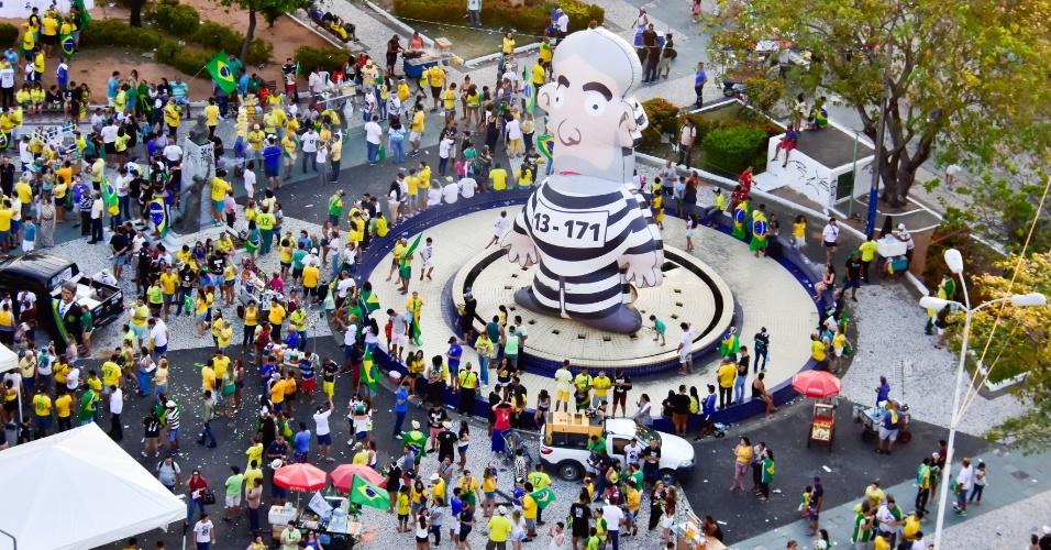 Militantes inflaram o boneco que ficou conhecido como ?Pixuleco? (uma alusão à forma como ex-tesoureiro do PT João Vaccari Neto se referia à propina, segundo o delator Ricardo Pessoa, da UTC). A multidão se reuniu na Praça Cívica, em Natal (RN)