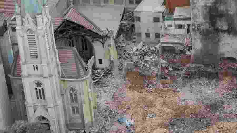 Escombros do edifício Wilton Paes de Almeida, que desabou após incêndio no Largo do Paissandu e atingiu uma igreja, no Centro de São Paulo (SP), em maio de 2018 - Danilo Verpa/Folhapress