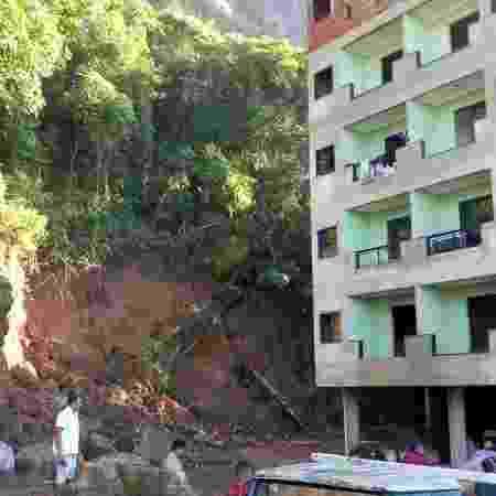 Dois prédios desabaram no início de abril, na comunidade Muzema - Reprodução/Twitter/@radiobandnewsfmrio