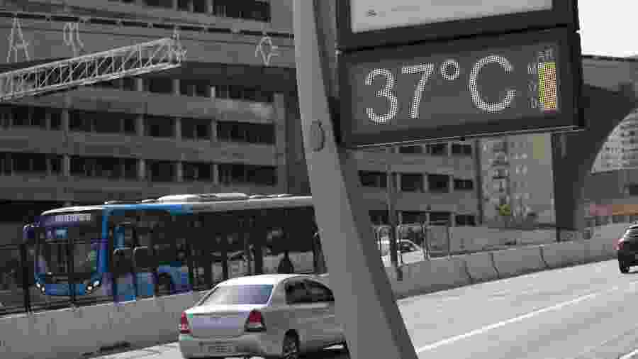 Termômetro registra temperatura de 37ºC, no centro da cidade de São Paulo (SP), nesta terça-feira (10) - RENATO S. CERQUEIRA/ ESTADÃO CONTEÚDO