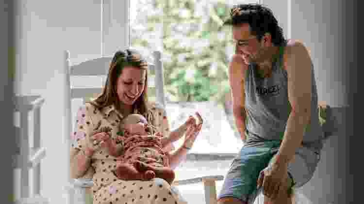 Ellen, Pia e Tim vão viajar para os EUA assim que os fundos forem depositados na conta da família - Inneke Gebruers