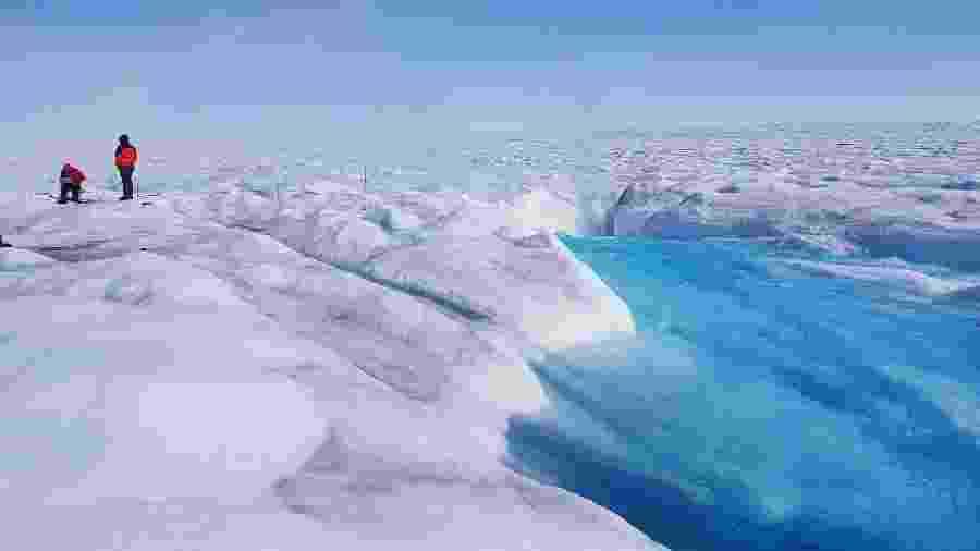 Cientistas da Universidade de Cambridge analisaram como lago da geleira Store, na Groenlândia, foi esvaziado em cinco horas - Divulgação/Tom Chudley/Universidade de Cambridge