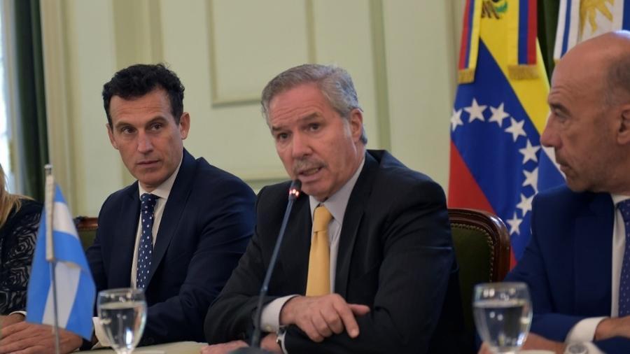 O chanceler argentino Felipe Solá, informou que o ministério de Paulo Guedes se negou a falar com os seus homólogos argentinos - Divulgação
