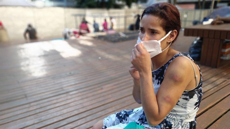 Anabel Fernandes da Costa, 29, moradora de rua há 7 meses, garantiu alimentação com distribuição nas ruas de São Paulo - Marcelo Oliveira/UOL