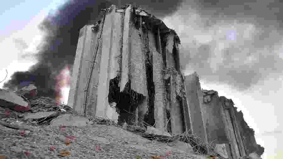 4 de agosto de 2020 - Silo destruído no local de uma explosão no porto de Beirute, capital do Líbano  - STR / AFP