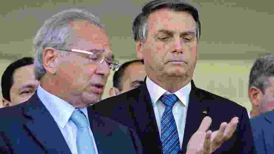 Jair Bolsonaro ao lado de Paulo Guedes: presidente dá cartão verde para Congresso discutir novo programa social - SERGIO LIMA/AFP