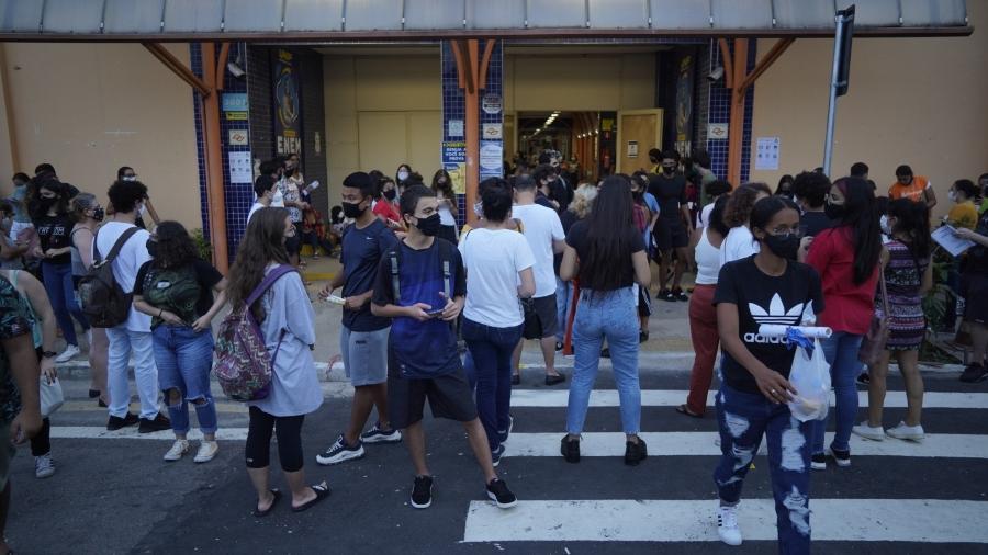 Movimentação de estudantes no 1ª dia do Enem 2020 na unidade Marquês de São Vicente da Unip, na zona oeste de São Paulo - André Porto/UOL