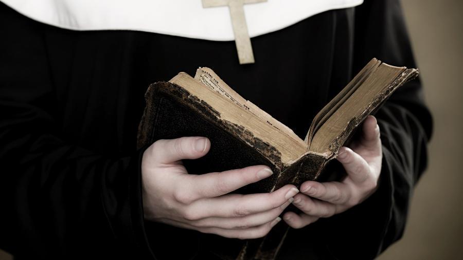 Assinada pela jornalista Vittoria Prisciandro, a reportagem revela que os abusos sofridos pelas freiras é cometido tanto por padres como por madres superioras - Getty Images/Image Source
