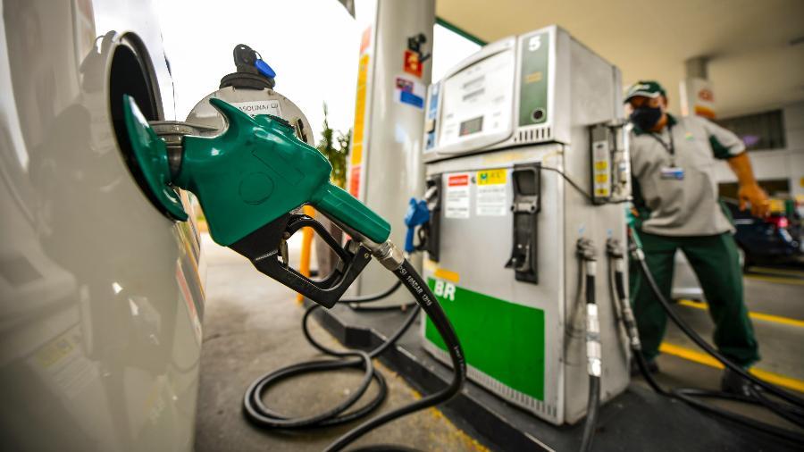 Com paradas de manutenção em algumas refinarias da Petrobras, e a queda de consumo de gasolina pelo isolamento social, as refinarias da estatal estão trabalhando em níveis próximos ao pior período da pandemia no passado - Lucas Lacaz Ruiz/Estadão Conteúdo