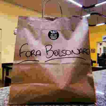 Embalagem do Bek's Bar, com mensagem contra Bolsonaro - Divulgação - Divulgação