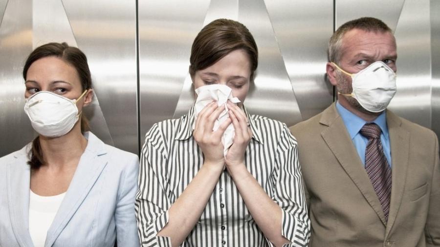 Estudos recentes vêm apontando que a variante delta do coronavírus é muito mais transmissível - Getty Images