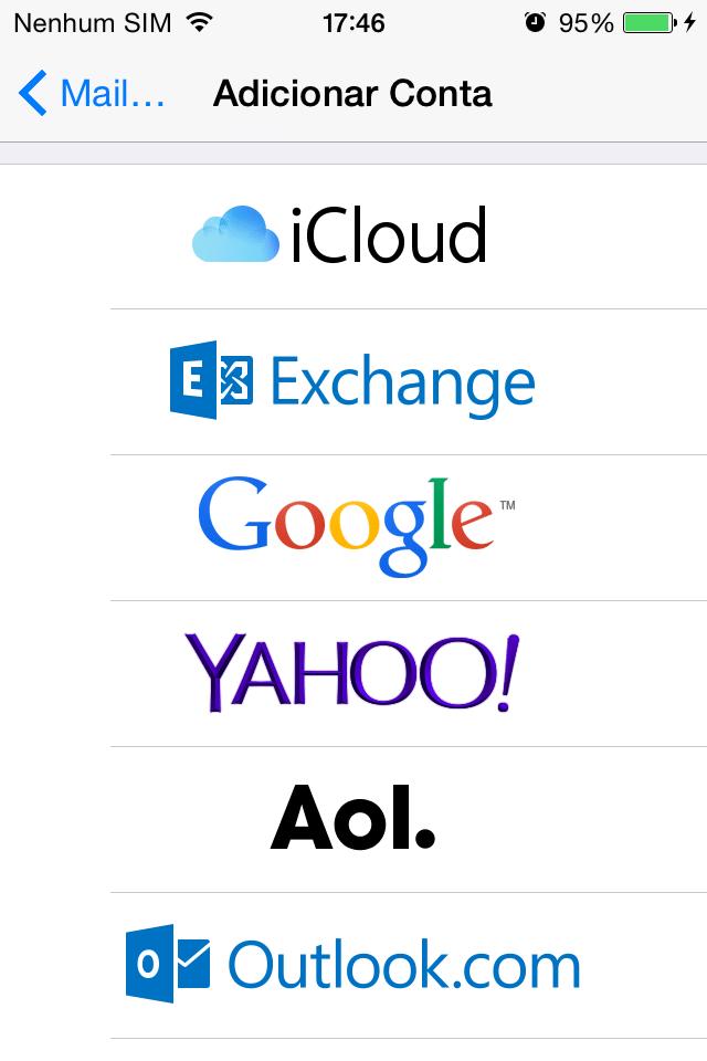"""De iPhone para Android - Passo 1: Antes de tudo, é preciso entender como funciona o armazenamento de contatos no iPhone com iOS 7 ou superior. Eles não ficam na memória do aparelho, mas na """"nuvem"""", isto é, puxa os contatos salvos em serviços online como o iCloud, da própria Apple, ou de suas contas de e-mails (Gmail, Hotmail/Outlook, Yahoo) e de Facebook configuradas no aparelho."""