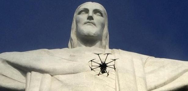 Drone da produtora Peixe Vivo, durante filmagem no Cristo Redentor, no Rio