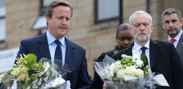O premiê britânico, David Cameron (esq), e o líder do Partido Trabalhista, Jeremy Corbyn, participam de homenagem à parlamentar Jo Cox, assassinada em Birstall, no norte da Inglaterra