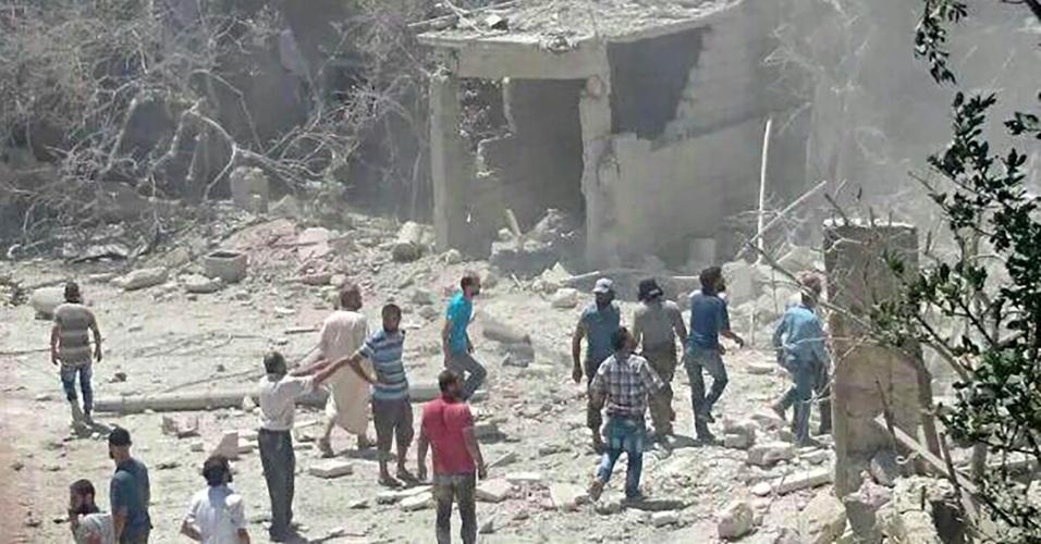 """29.jul.2016 - Segundo a ONG Save The Children, uma maternidade foi bombardeada na cidade de Kafar Takharim, na Síria, em ataque aéreo feito contra a região controlada por forças rebeldes. O bombardeiro teria ocorrido na última quinta (28), mas a foto só foi divulgada nesta sexta. De acordo com a ONG, a ação deixou vítimas e danos. A Anistia Internacional afirma que o ataque """"aparenta ser de um padrão desprezível de ações deliberados contra instituições médicas"""" na Síria e """"um potencial crime de guerra"""""""