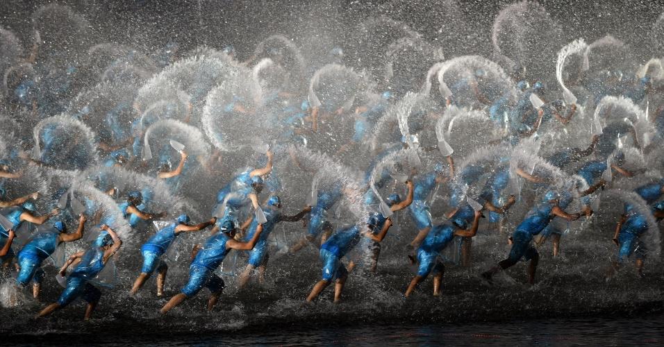 5.set.2016 - Artistas se apresentam em noite de gala durante a Cúpula do G20, no Lago Oeste, em Hangzhou, na China