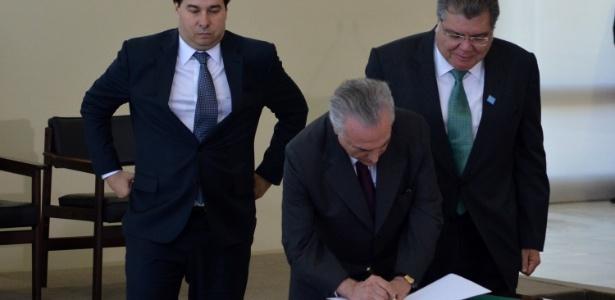 O presidente Michel Temer ratifica o acordo do Clima de Paris acompanhado de ministros