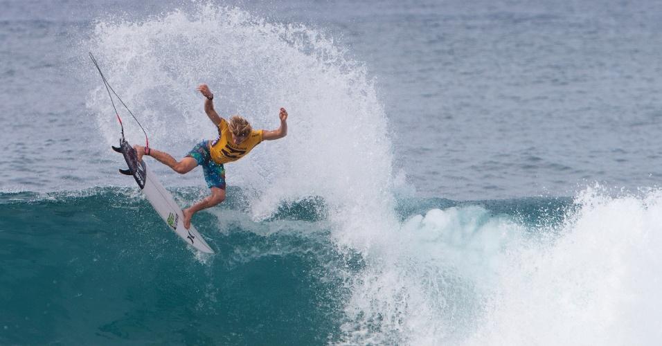 19.dez.2016 - Surfista americano John John Florence participa do segundo dia de competição do Billabong Pipe Masters em Pipeline, em Oahu no Hawaii (EUA)