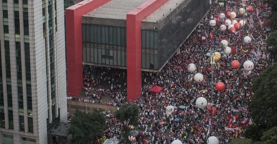 15.mar.2017 - Manifestantes protestam na Av. Paulista contra reforma da Previdência proposta pelo governo Temer