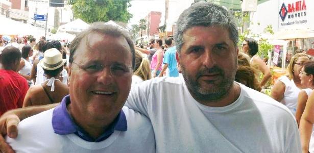 08.set.2017 -- O ex-ministro Geddel Vieira Lima e o advogado Gustavo Ferraz, durante festa de Iemanjá em Salvador, em fevereiro de 2014