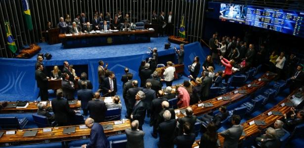 Senadores participam de sessão plenária, presidida por Eunício Oliveira (PMDB-CE)